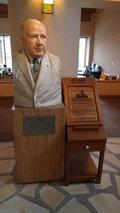 清泉寮のロビーにある創設者ポール・ラッシュの像