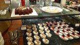 ヒルトン東京の1F「マーブルラウンジ」のビュッフェのケーキ