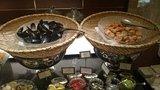 ヒルトン東京の1F「マーブルラウンジ」のビュッフェのホタテとムール貝