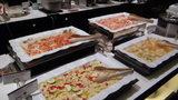軽井沢プリンスホテルウエストのブュッフェのスモークサーモンと野菜のマリネなど