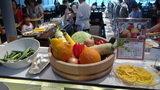 軽井沢プリンスホテルウエストの朝食のサラダのディスプレイ