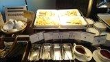 中華料理「芙蓉城」のビュッフェの揚げワンタン、はるまき
