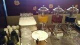 中華料理「芙蓉城」のビュッフェのオレンジジュース、ウーロン茶