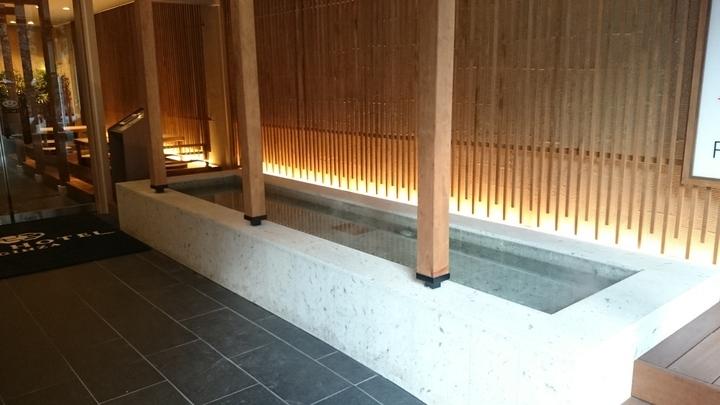 東京銀座BAYHOTELの入口の足湯