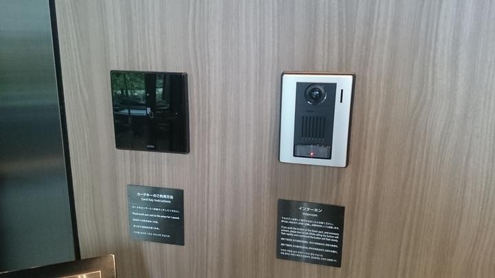 ミレニアム三井ガーデンホテル東京の入口のインターフォン
