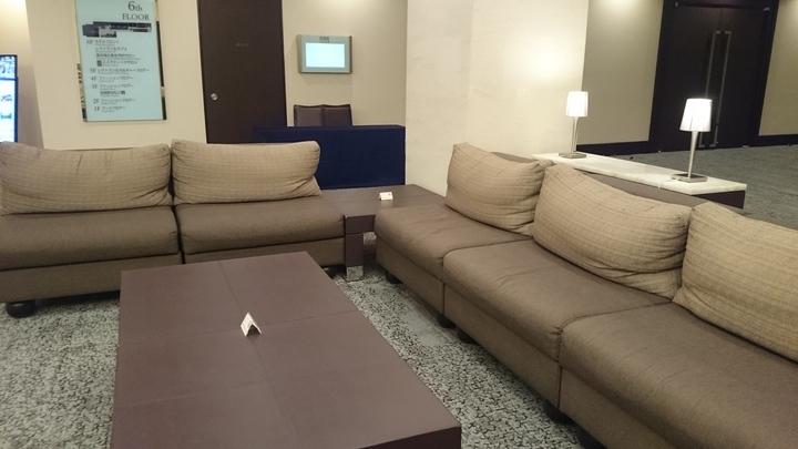ホテルメトロポリタン高崎のロビーのソファ