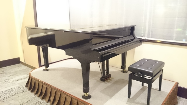 ホテルメトロポリタン高崎のロビーのグランドピアノ