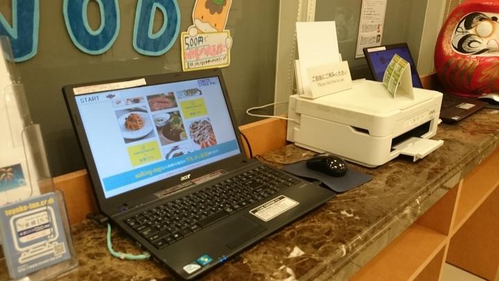 東横イン高崎駅西口1の1Fロビーのパソコンとプリンター