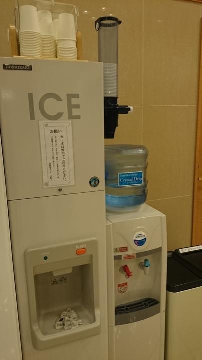 東横イン高崎駅西口1の1Fロビー兼食堂の製氷機・給水器