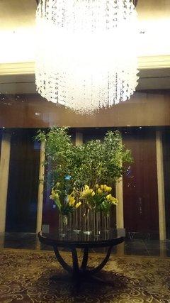 シャングリ・ラ ホテル東京のロビーのシャンデリア