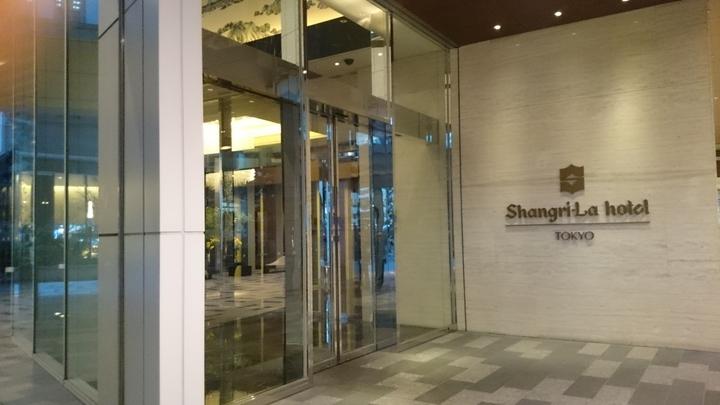 シャングリ・ラ ホテル東京の入口
