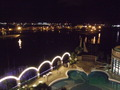 ホテルから見た海辺の夜景