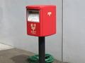 ホテル正面の郵便ポスト