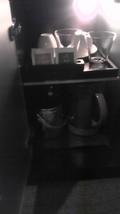 サイドテーブルの中身(ポット・グラス・お茶セット)