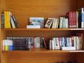 ロビーの本棚3
