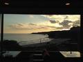 ロビーから見た多々戸浜の夕景