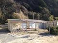 宿の前の海の家