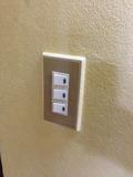 部屋玄関のスイッチ
