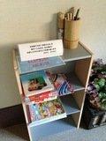 廊下に置かれた子供用絵本