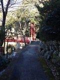 宿から橋に続く遊歩道