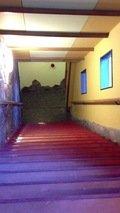 温泉におりて行く階段