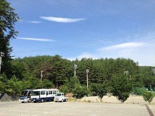 本館前駐車場と専用グラウンド