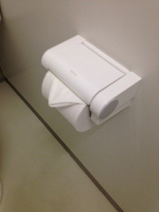 共用トイレトイレットペーパー