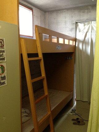 ドミトリーの室内写真(男子用二段ベッド)