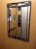 エレベーターホールの鏡