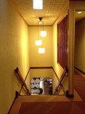 客室フロアからフロントへの階段