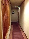 客室からロビーへの廊下