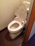 ロビー横のトイレ。大便器