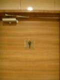 1階の男子トイレのドア