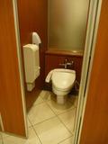 本館3階ロビー階の男子トイレ