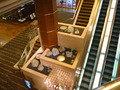 3階ロビー階から見下ろす2階(原石が!)