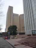 ホテル(左奥)と新宿住友ビル(右)