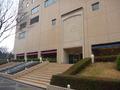 ホテルの玄関(新宿駅から徒歩だと裏口)