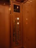 エレベーターの押しボタン