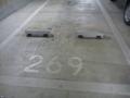地下駐車場の車止めは後ろの奥行き(余裕)十分