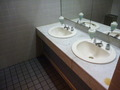 地下1階レストラン階の男子トイレの洗面