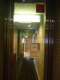ホテル駐車場からホテル内に入る入り口