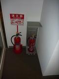 客室フロアには2台ずつ消火器があって、安心