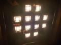 エレベーターの天井照明は豪華