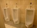 1階ロビーの男子トイレ(小用便器)