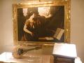 2階のオープンスペースに絵が、楽器と、楽譜が(説明書きなし)