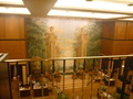 1階ロビーの正面壁にかかっている巨大な絵(2階より)
