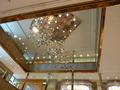 ロビー天井のデコレーションは美しい
