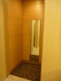 トイレ出口付近の姿見鏡