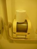 トイレットペーパーはたっぷり3つ((1階バリヤフリートイレ)