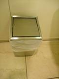 ステンレス製ごみ箱((1階バリヤフリートイレ)